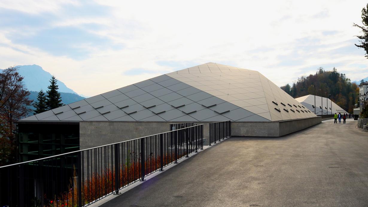 Bild: Großaufnahme Dachaufständerungen Tennishalle