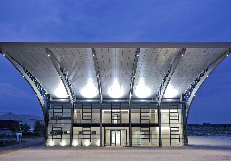 Bild: Gewerbe- und Verwaltungsbau Großaufnahme Burda Hangar