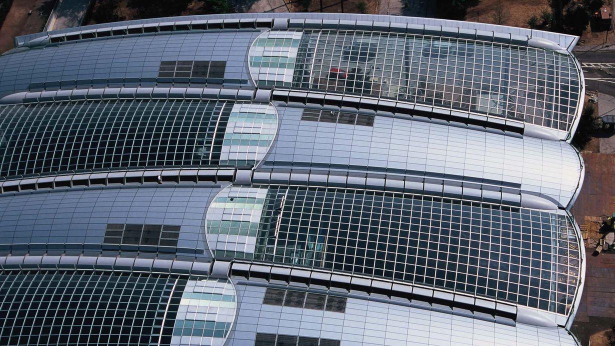 Bild: Großaufnahme Dachaufständerungen Lufthansa Aviation Center Frankfurt