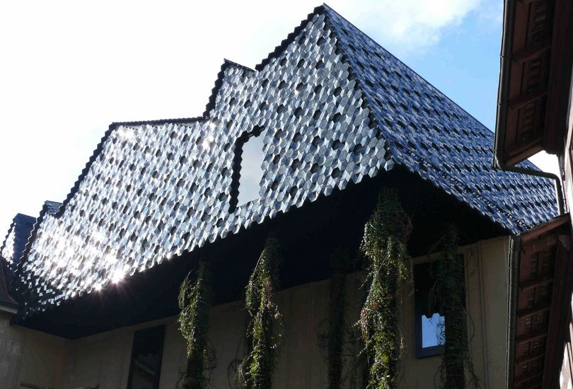 Museum der Kulturen, Basel, Schweiz, Dach, Aluminiumstehfalz, Stehfalz, Keramikkacheln, Keramik, aufgeständert, Deutsche Steinzeug