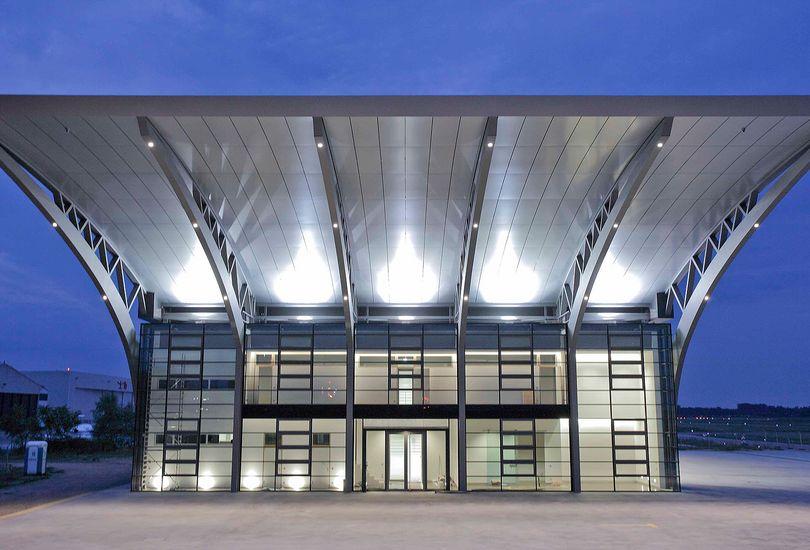 Burda, Hangar, Baden-Baden, Metallfassade, Trapezblechdach, Verbundalu, Alucobond, 3 A Composites GmbH