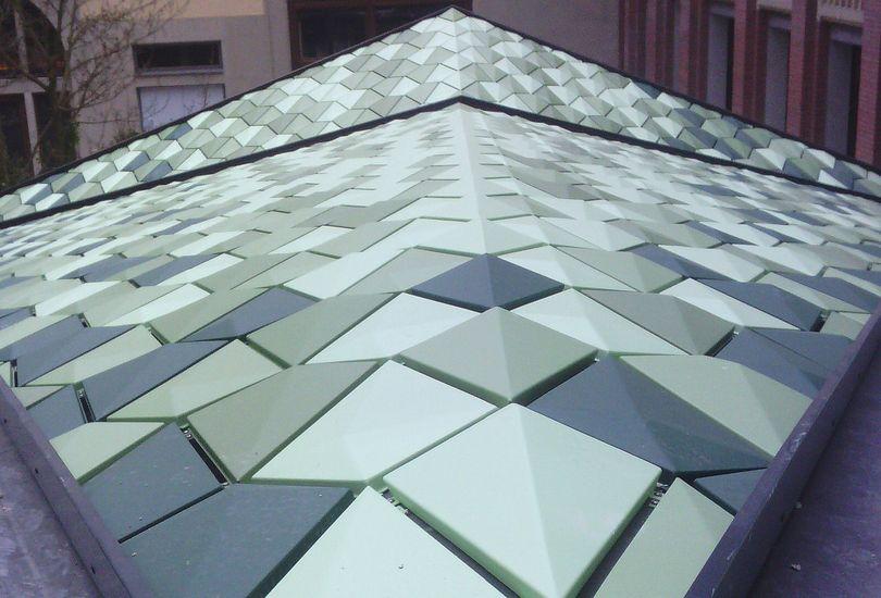 Einkaufspassage Hofstatt, München, Dach, Metallschindeln, aufgeständert